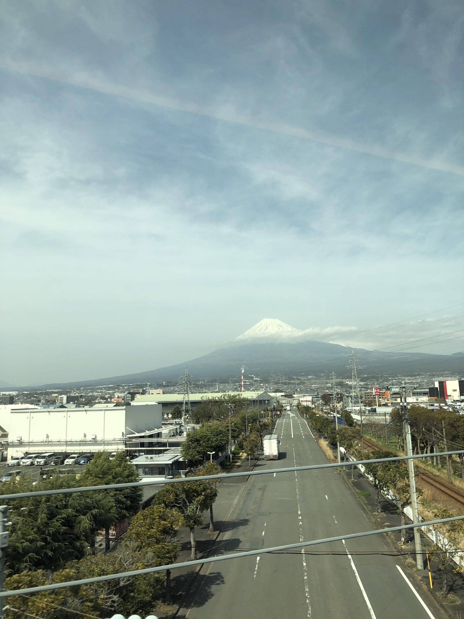 車窓からの富士山 画像