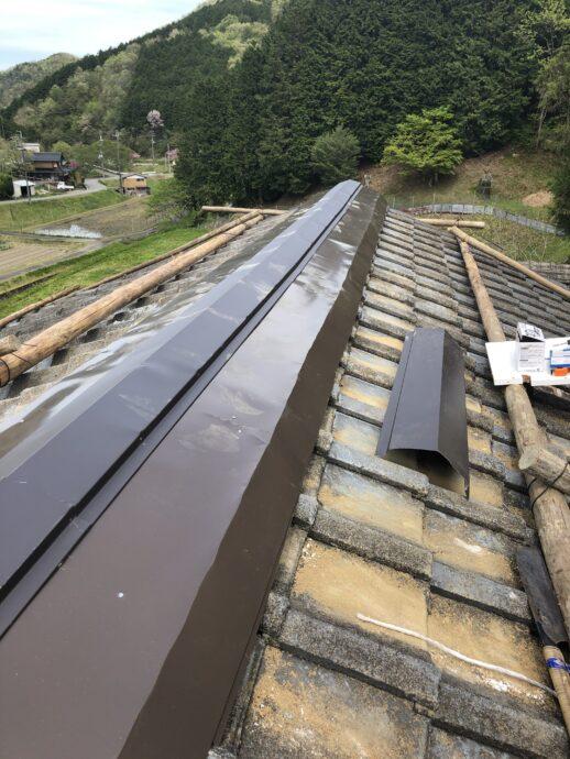 屋根修理 棟包み板施工画像