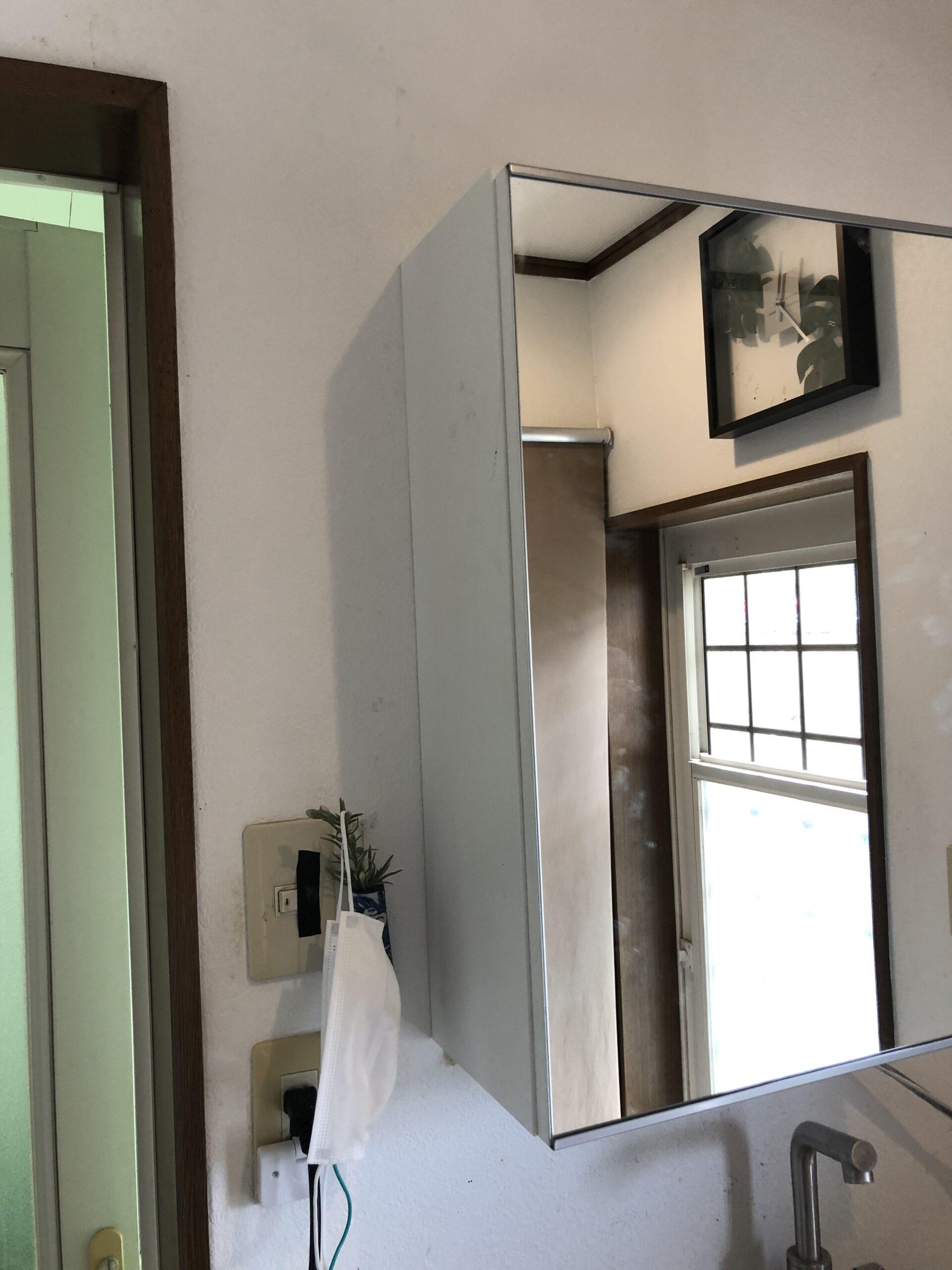 洗面収納棚壁面取り付け画像